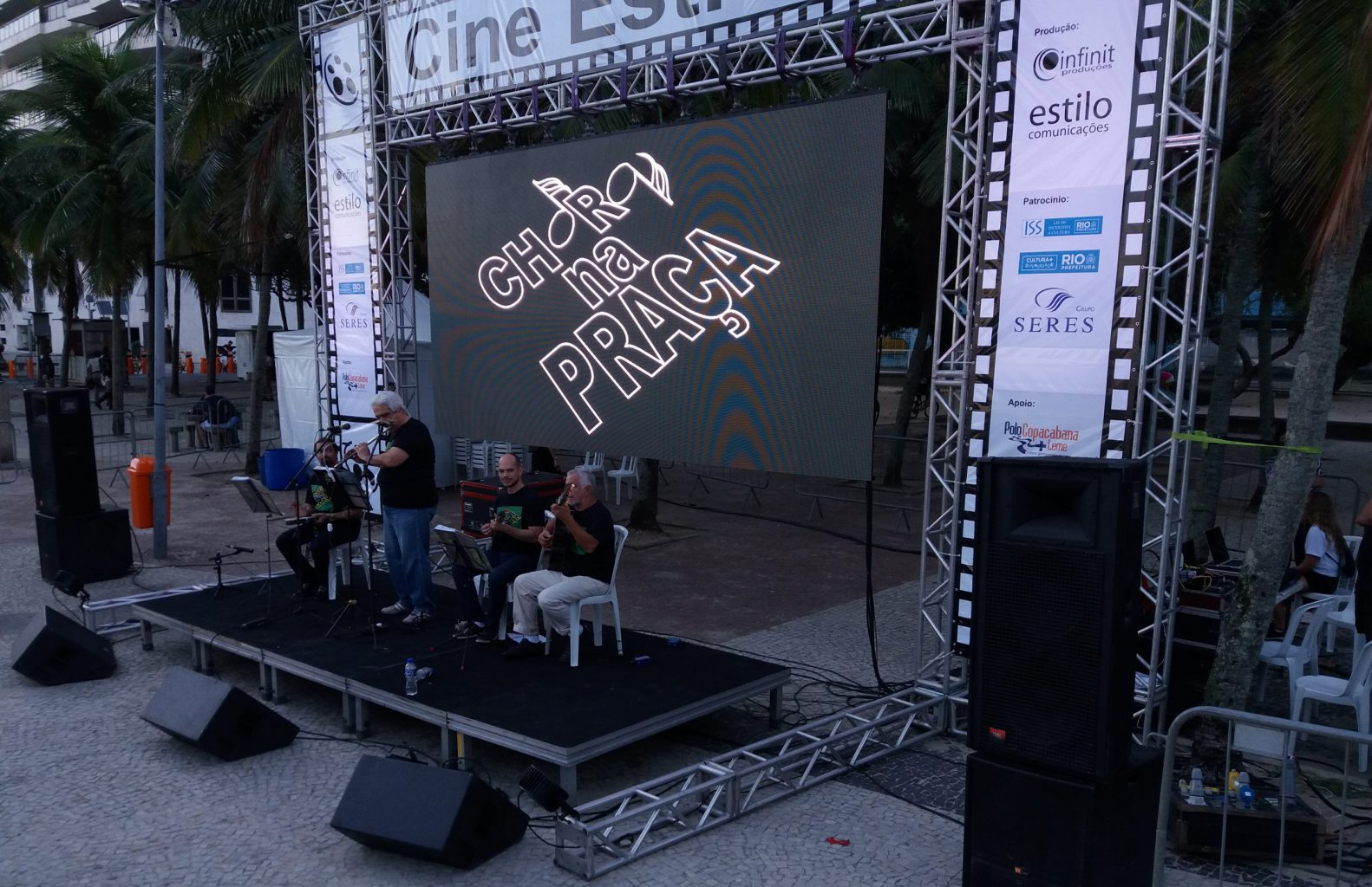 choro na praça prefeitura rio de janeiro cine estrela praça do leme